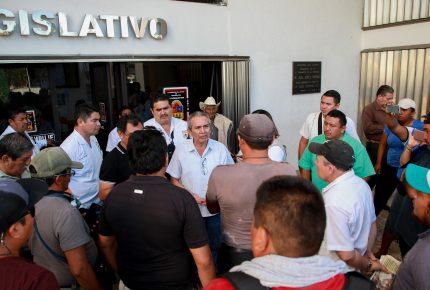 Atiende diputado Javier Padilla Balam, a manifestantes de Akumal