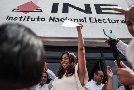 Recibe Marybel Villegas constancia de Senaduría de la República