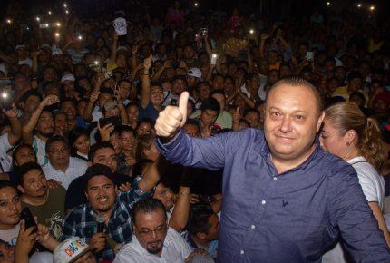 Entregan contancia de mayoría a @ChacMeexJose en #FelipeCarrillo Puerto