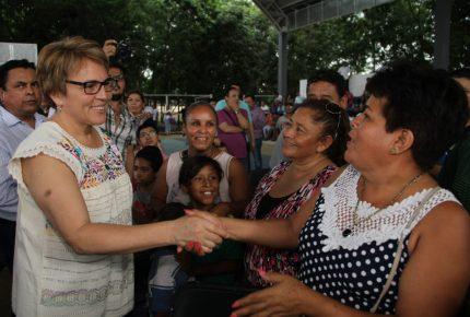 Laura Beristain realiza consulta ciudadana