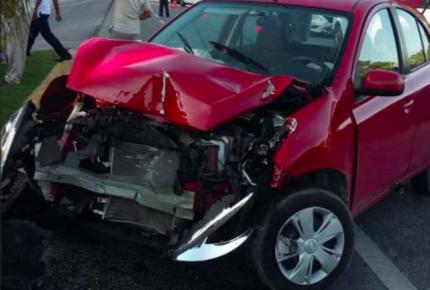 Choque en carretera Playa del Carmen-Puerto Morelos deja una persona lesionada