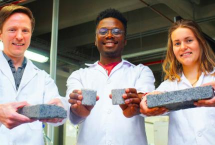 Estudiante desarrollo el primer bioladrillo a partir de orina humana