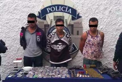 Detienen a tres sujetos con armamento y drogas en #Cancún