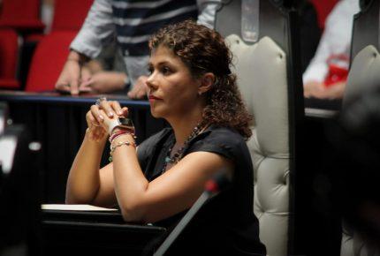@Leslie Hendricks, en contra de eliminar requisito de residencia para el cargo de #fiscal