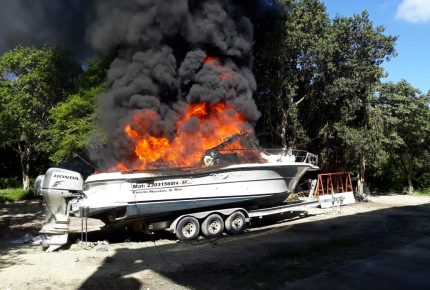 Dos lesionados en incendio de lancha en #PuertoMorelos