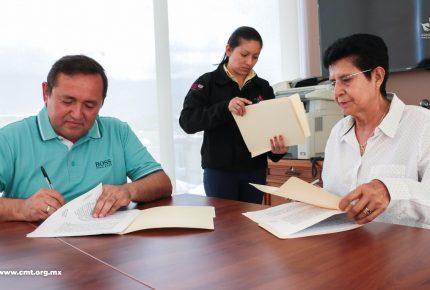 Familias lazocardenses reciben apoyos alimenticios y de salud