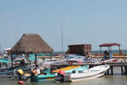 Más de 2 mil embarcaciones varadas por mal clima en Cancún