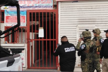 Detienen a dos personas en hotel de Cancún relacionadas con secuestro de marinos