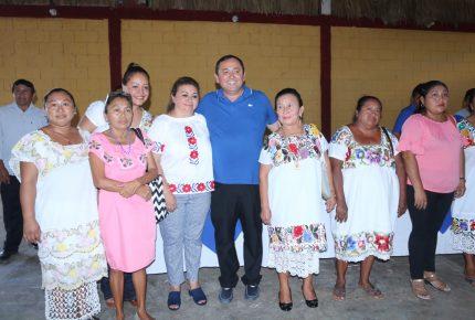 Nivardo Mena celebra día de la Candelaria con líderes de todo el estado