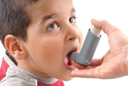 Tres niños con asma se  atienden a diario en el hospital General Jesús Kumate