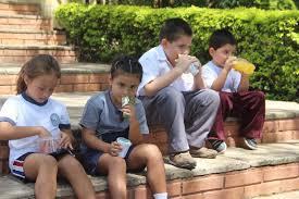 Prohíben exponer a alumnos de primaria a los rayos del sol